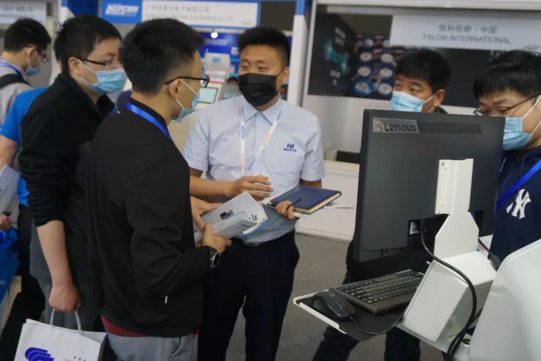 浩宝技术展位参观客户了解立式固化炉